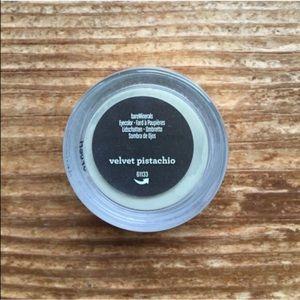 💰5/$25 Velvet Pistachio Eyeshadow Bare Minerals